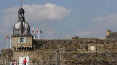 Concarneau, France - Depuis fin juillet 2014, deux des trois horloges du beffroi de la Ville close ne fonctionnent plus. Avant que les pendules ne soient remises à l'heure par Bodet, confidences du beffroi... http://www.ouest-france.fr/concarneau-la-fin-de-lemoi-du-beffroi-concarnois-2809535