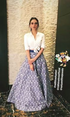 Long skirt and white shirt Floral Skirt Outfits, Long Skirt Outfits, Indian Skirt, Dress Indian Style, Kurti Designs Party Wear, Lehenga Designs, Indian Attire, Indian Outfits, Skirt Fashion