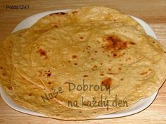 Roti also known as Chapati or Fulka, is Indian flat bread made with whole wheat flour. In North India, roti is part of the main meal. Roti is served with a variety of cooked vegetables, lentils, and yogurt. Indian Bread Recipes, Chapati Recipes, Flatbread Recipes, Bread And Pastries, Indian Flat Bread, Indian Breads, Good Food, Yummy Food, India Food