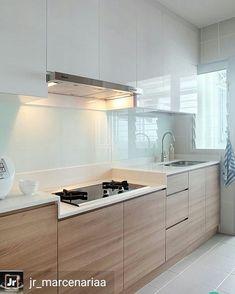 """13 curtidas, 1 comentários - Juliana Marques (@olharinteriores) no Instagram: """"Inspiração: Cozinha bem iluminada, clean, vidro branco e madeira clara formam uma dupla perfeita.…"""""""