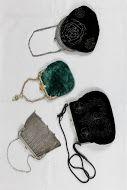 #accessorio d'epoca# della sezione dell'Atelier che si occupa della ricerca storica del #costume# possiblità di #noleggio#