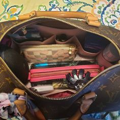 Louis Vuitton Speedy 30, Louis Vuitton Neverfull Mm, Louis Vuitton Handbags, Louis Vuitton Makeup Bag, What In My Bag, What's In Your Bag, Inside My Bag, What's In My Purse, Cute Car Accessories