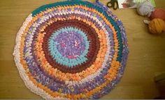 Cómo hacer #alfombra de #ganchillo con #tiras de #camisetas  #HOWTO #DIY #artesanía #manualidades #reciclaje