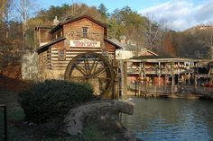 It is a great theme park in Pigeon Forge, Tennessee. Vacation Memories, Family Vacation Destinations, Vacation Ideas, Vacations, Places Ive Been, Places To Visit, Ropes Course, East Tennessee, Honeymoon Ideas