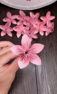 wzory do quillingu * wzory do quillingu tutorial Cool Paper Crafts, Paper Flowers Craft, Paper Crafts Origami, Diy Crafts For Gifts, Diy Flowers, Diy Paper, Paper Origami Flowers, Origami Bouquet, Origami Using A4 Paper