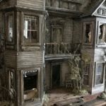 Forget those twee little dollhouses from your childhood, we're a tiny bit obsessed with the work of a truly twisted genius. Juli Steel is not your average miniaturist. A self-taught assemblage artist from Texas who goes by the alias of like us, Juli has Halloween Arts And Crafts, Haunted Dollhouse, Inner Demons, Beautiful Stories, Miniature Houses, Fairy Houses, Small World, Old Things, Unusual Things
