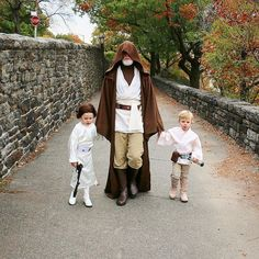 Neil Patrick Harris' Family Revealed Their 2018 Halloween Costumes And They Might Be The Creepiest Yet New Halloween Costumes, Halloween Carnival, Family Halloween, Halloween Nails, Halloween Fun, Star Wars Party, Hot Actors, Handsome Actors, Neil Patrick Harris Family