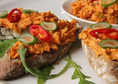 Dressing, Russian Recipes, Salmon Burgers, Baked Potato, Potatoes, Baking, Ethnic Recipes, Food, Polish