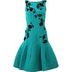 Oscar De La Renta Floral Embroidered Dress (6 910 AUD) ❤ liked on Polyvore featuring dresses, flower dress, embroidered flower dress, a line dress, blue knee length dress and zipper back dress