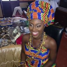 Kente traditional fabric (Ghana) D African Dresses For Women, African Print Fashion, African Wear, African Attire, African Women, African Prints, Kente Styles, Ghanaian Fashion, Thing 1