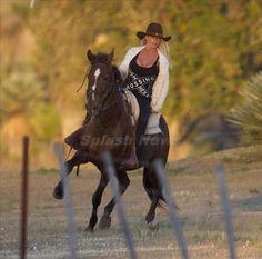 .Nice. My kind of saddle (=