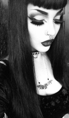 Gotische. Awesome eyeliner