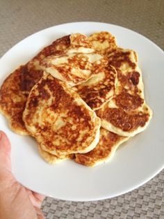 Keso-plättar / LCHF-plättar | Baby Food Recipes, New Recipes, Snack Recipes, Healthy Recipes, 400 Calorie Meals, Low Calorie Recipes, Breakfast Snacks, Lchf, Food For Thought