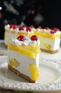 tort cu ananas Desert Recipes, Raw Food Recipes, Gourmet Recipes, Cookie Recipes, Easy Desserts, Delicious Desserts, Dessert Recipes With Pictures, Romanian Desserts, Romanian Food