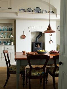 dining area in traditional style kitchen - seaside retreat.jpg