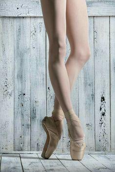 4 Common Health Conditions That Affect Dancers Ballet Feet, Ballet Dancers, Pointe Shoes, Ballet Shoes, Ballerina Legs, Leg Reference, Tutu, La Bayadere, Ballet Studio