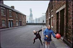Photo Elliott Erwitt. Newcastle Upon Tyne, England 1969                                                                                                                                                     Plus