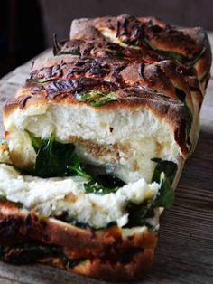 Spinach Feta Monkey Bread