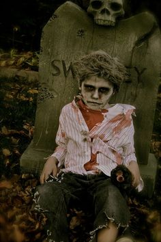 Great looking zombie costume for a kid. Boy Zombie Costume, Scary Boy Costumes, Zombie Kid, Zombie Halloween Costumes, Kids Costumes Boys, Halloween 2014, Halloween Costumes For Kids, Halloween Makeup, Zombie Makeup