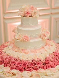 Wedding cake idea; Featured Photographer: Lara Rios Fine Art Photography