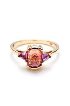 15 alternative wedding bands: love this pink and purple one! Wouldn't it be fun to have your wedding colors inspired by your engagement ring? #weddingdetails
