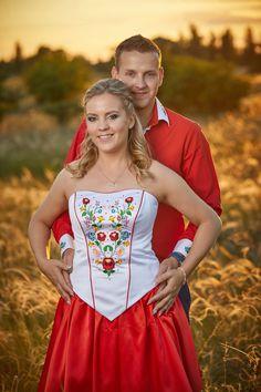 Klasszikus Magyaros menyecske ruha Hungary, Couple Photos, Couples, Fashion, Weddings, Couple Shots, Moda, Fashion Styles, Couple Photography