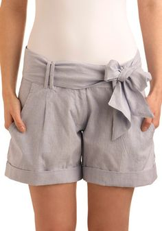 modcloth grey bow shorts - this is cute Pretty Outfits, Beautiful Outfits, Cute Outfits, Vintage Shorts, Vintage Outfits, Bow Shorts, Dressy Shorts, Seersucker Shorts, Vogue