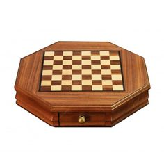 Que tal este jogo de Tabuleiro de Xadrez Oitavado em Madeira - 23x23 cm Compre aqui: www.carrodemola.com.br/produtos/11907/tabuleiro-xadrez-oitavado-madeira-23x23-cm