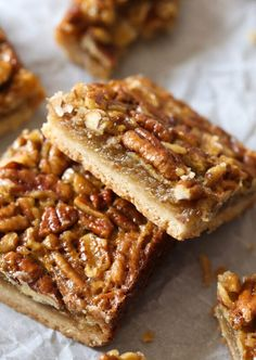 Pecan Pie Bars are an unfussy, easy way to enjoy Pecan Pie! A thick buttery shortbread crust topped with sweet filling and crunchy pecans.Pecan Pie you can eat with your hands! Pecan Desserts, Tolle Desserts, Pecan Recipes, Easy Desserts, Sweet Recipes, Delicious Desserts, Dessert Recipes, Bar Recipes, Cookies