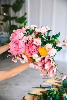 Snag some tips on how to create stunning DIY wedding flower arrangements with faux florals from Afloral.com. Image by @weddingchicks #weddingflowers #weddingDIY Floating Flowers, Hanging Flowers, Fake Flowers, Dried Flowers, Diy Wedding Flowers, Wedding Flower Arrangements, Wedding Bouquets, Cylinder Vase Centerpieces, Diy Wreath