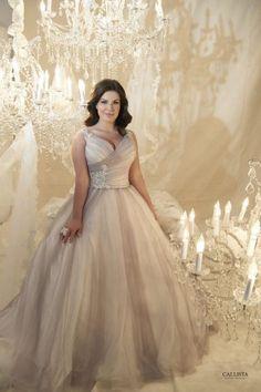 Ausgestelltes Kleid in Midi-Länge mit Tüllrock und Spitzenverzierung von David's Bridal