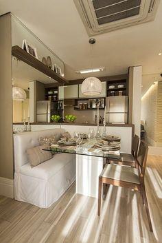 A cozinha estilo americana é a proposta ideal para uma sala de jantar pequena.