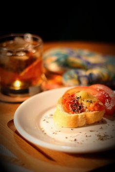 O guia da Fotografia de Comida  http://www.dicasdefotografia.com.br/o-guia-da-fotografia-de-comida