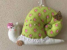 Cibulka / Slimačica parádnica Dinosaur Stuffed Animal, Projects To Try, Easter, Toys, Animals, Activity Toys, Animales, Animaux, Easter Activities