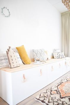 DIY Ikea Stuva – eine Bank am Esstisch – Samantha Fashion Life – Kids Room 2020 Ikea Living Room, Decor, Playroom Decor, Home And Living, Kids Room Inspiration, Living Room Decor Ikea, Ikea Stuva, Kids Interior, Room Design