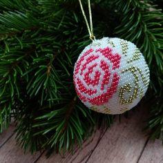 Подготовка к Новому году идёт полным ходом 🎄 #украшенияизбисера #шарикизбисера #елочныеигрушки #вяжутнетолькобабушки