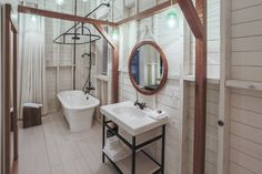 Cozy comfort, sleek design and a sophisticated yet trendy setting are the hallmarks of Hôtel & Spa Le Germain Charlevoix. Baie St Paul, Hotel Et Spa, Lake House Bathroom, Architecture Design, Quebec Montreal, Charlevoix, Exposed Beams, Hotel Interiors, Home Reno