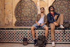 Camel Active auf Roadtrip durch Marocco für die Frühjahr- Sommer Kampagne 2013. Zu sehen: Fés el-Bali - die historische Altstadt von Fés mit einem mosaikverzierten Brunnen. Die passenden Outfits zum Roadtrip - jetzt im aktuellen HIRMER Prospekt.