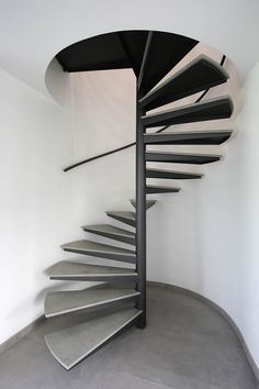 Yves Deneyer - Menuiserie métallique - Ferronnerie Spiral Stairs Design, Spiral Staircase, Staircase Design, Stair Handrail, Staircase Railings, Stairways, Small Space Staircase, Modern Staircase, Stairs Architecture