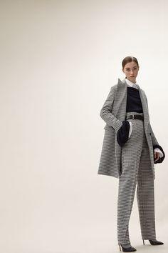 http://www.vogue.com/fashion-shows/pre-fall-2017/aquilano-rimondi/slideshow/collection