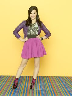 A gallery of Sonny with a Chance publicity stills and other photos. Featuring Demi Lovato, Tiffany Thornton, Nancy McKeon, Sterling Knight and others. Sonny Munroe, Sonny With A Chance, Demi Lovato Style, Disney Inspired Fashion, Disney Shows, Celebrity Outfits, Celebrity Quotes, Fashion Tv, Other Outfits
