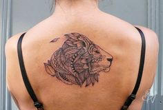 Lion tatto - back tattoo - womens tattoo by Mast - Bleu Noir tattoo (Les Abbesses Paris 18e)