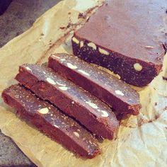"""Pamiętam, że jak byłam dzieckiem, uwielbiałam przyrządzać z siostrą """"blok"""" czekoladowy. Jak nie wiecie o co chodzi, wpiszcie po prost..."""