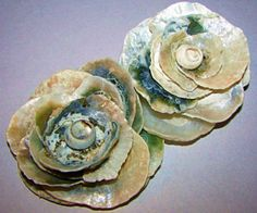 outstanding seashell craft ideas and sea glass craft ideas. Make beautiful crafts using seashells and sea glass. Project ideas for kids crafts and adult crafts. Seashell Art, Seashell Crafts, Beach Crafts, Flower Crafts, Seashell Bouquet, Shell Flowers, Diy Flowers, Shell Ornaments, Sea Glass Crafts