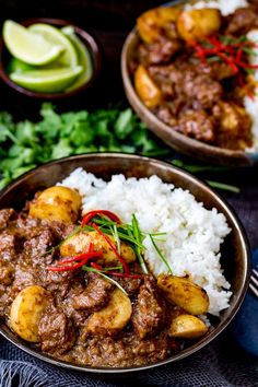 Slow Cooked Beef Massaman Curry – Rich, fall-apart beef in a spicy homemade sauce with new potatoes. Spicy Recipes, Curry Recipes, Slow Cooker Recipes, Indian Food Recipes, Asian Recipes, Cooking Recipes, Healthy Recipes, Barbecue Recipes, Oven Recipes