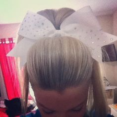 I'm not even a cheerleader but I really want to know how to do this!!!