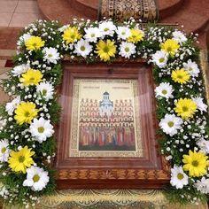Фотография Church Flowers, Funeral Flowers, Funeral Flower Arrangements, Sympathy Flowers, Floral Wreath, Bouquet, Wreaths, Flower Arrangements, Altar Flowers