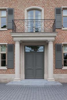 Red bricks, english bond, jack arches, belgian blue stone