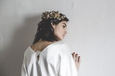 Blusa satén. Novia. Alejandra Svarc. Colección Mélancolie. Wedding dress.   Tocado Mimoki. Foto Patricia Semir.