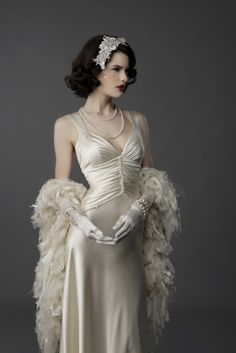 Stunning Gatsby Glamour Wedding Dresses Ideas Are you looking to have a romantic wedding event that you will always remember for the remainder of your lifetime? Add Some Gatsby Glamour to Your Big Day ! It is true that and the Great Gat… Vintage Dresses, Vintage Outfits, Vintage Fashion, Vintage Style, Robes Vintage, 1930s Style, 2015 Wedding Dresses, Wedding Gowns, Flapper Wedding
